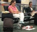 Internautas não perdoam e descaso de mãe com bebê viraliza nas redes sociais