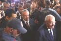 Xingamentos de petistas a FHC e Michel Temer, em frente ao hospital, também é desumano