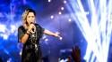 Namorado flagra cantora que ganhou fama no mundo gospel comprando cigarrinho de maconha (veja o vídeo)