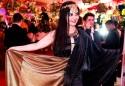 Enquanto famosos se esbanjam em festas de R$ 2.500 o ingresso....