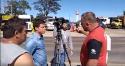 """Caminhoneiro indignado enxota equipe da Rede Globo: """"governo comunista de m****"""""""