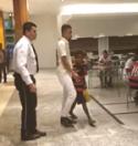 Segurança tenta impedir cliente de pagar almoço para criança carente no shopping e vídeo viraliza (Veja o Vídeo)