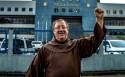 Um padre desonesto, que insulta decisões judiciais em defesa de um criminoso (Veja o Vídeo)