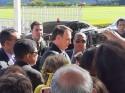 AO VIVO: Bolsonaro é surpreendido na saída do Alvorada por um imenso grupo de ativistas (veja o vídeo)