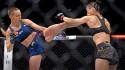 """UFC: Rose Namajunas vence Zhang Weili e impõe derrota à chinesa e """"a tudo o que ela representa"""" (veja o vídeo)"""
