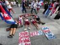 Cubanos protestam em frente à Casa Branca, nos Estados Unidos