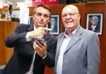 Vereador, que deixou o PT na janela partidária, quer condecorar Bolsonaro