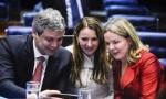 Trio inicia 'volta ao mundo contra o golpe', com o dinheiro do povo brasileiro