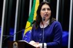 Senadora revelação da comissão do impeachment estraçalha carta de Dilma
