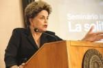 Dilma na Itália, mente, inventa e no meio do discurso esquece o que estava falando (veja o vídeo)