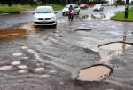 Situação das ruas de Campo Grande é problema crônico e insolúvel com 'tapa buracos'