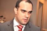 Homem que jogou a carreira na 'lata de lixo' é denunciado e permanece preso