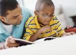 Pais que têm medo de Matemática podem transmitir as dificuldades para seus filhos ao fazer a lição de casa