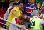 Brasileiros e sérvios promovem lamentável espetáculo de selvageria na Copa (Veja o Vídeo)