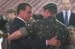 """General Mourão e a conversa de """"pé do ouvido"""" com Bolsonaro"""