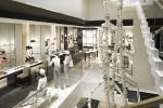 Chanel reabre sua maior loja em Nova York com escultura gigante (e linda!) de colar de pérolas