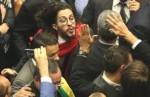 Portugueses preparam equipamento anti-cusparada para protestar contra Jean Wyllys (Veja o Vídeo)