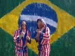 Americanos vão ficar ilegalmente no Brasil e trabalhar como faxineiros, pedreiros e Uber