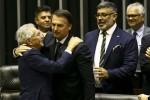 """""""Se o Frota quiser fazer filhinho com alguém, não faz não, hein"""", brinca Bolsonaro em homenagem (Veja o Vídeo)"""