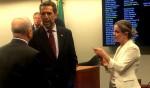 Gleisi retorna da Rússia e corre com tropa de choque na CPI do BNDES para blindar marido
