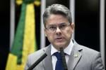 """Senador quer que ministros do STF ressarçam os cofres públicos por """"farra das passagens"""""""