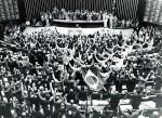 Urge a convocação de uma nova Assembleia Nacional Constituinte e a promulgação de uma nova Constituição