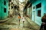 Brasileiro consegue filmar as ruas de Havana e mostra o degradante atraso de Cuba (veja o vídeo)