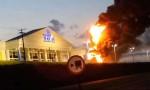 Militantes intolerantes comemoram o incêndio criminoso