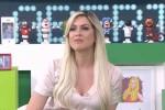 Renata Fan cumpre promessa, posa de biquíni, é criticada e destrói feministas (veja o vídeo)