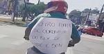 """Em SC, motociclista cola cartaz nas costas: """"Prefiro morrer de coronavírus do que de fome e sede"""""""