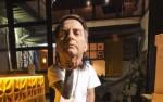 """O ódio da esquerda avança: Empresa anuncia """"cabeça"""" de Bolsonaro e comerciante diz que jogou bola com ela"""