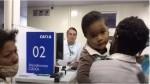 "Bolsonaro vira ""atendente da Caixa"" e surpreende beneficiários do auxílio emergencial (veja o vídeo)"