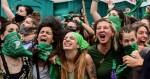 """Câmara da Argentina aprova legalização do aborto e gera """"festa"""" de militantes nas ruas (veja o vídeo)"""