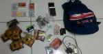 Homem é preso ao tentar entrar em presídio com drogas, celulares e até tempero para comida