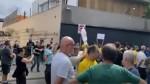 """Em São Paulo, povo se reúne em frente a mansão do governador e não perdoa: """"Fora Doria"""" (veja o vídeo)"""