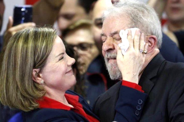 Resultado de imagem para Gleisi, ela não pode mais entrar na cela de Lula na Prisão