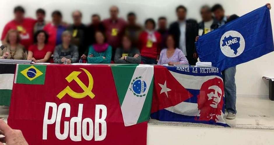 Resultado de imagem para pc do b e rodrigo maia comemoram a carteira de estudante