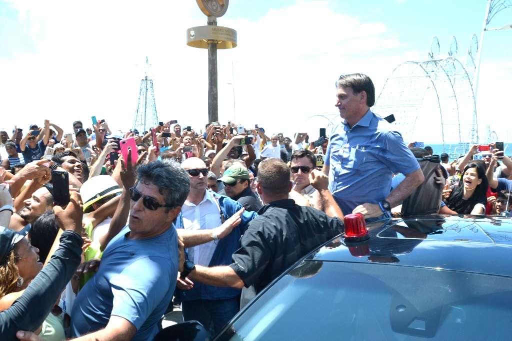 Resultado de imagem para Bolsonaro no Farol da Barra de surpresa