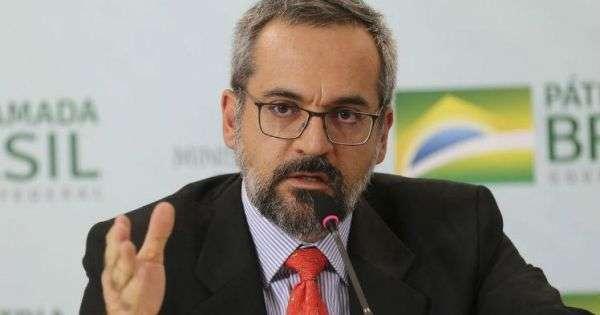 Resultado de imagem para Em entrevista a um canal do YouTube, o ministro Abraham Weintraub