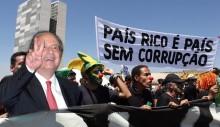 A tresloucada política brasileira