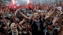 Corinthians humilha o São Paulo e recebe a taça (assista os gols)
