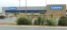 Crise atinge o Comper. Loja em Cuiabá é despejada em plena luz do dia