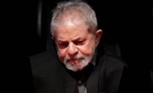 Lula recolhe-se e desiste de viajar o Brasil denunciando o 'golpe'.