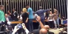 Sob os gritos de 'viva Sérgio Moro', manifestantes invadem a Câmara Federal (veja vídeo)