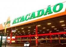 Câmera flagra 'ratos' passeando em cima de latas de Coca-Cola no Atacadão (veja o vídeo)