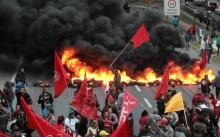 Uma manifestação 'democrática' com pancadaria, pneus queimados, apedrejamentos e ameaças