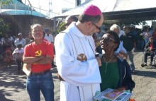 Um (falso) bispo pregando em um caminhão da CUT na marcha dos excluídos (veja o vídeo)