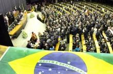 Artigo publicado na Revista Sociedade Militar defende destituição de deputados, senadores e presidente