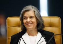 """Finalmente Carminha atua em favor de """"Sua excelência, o povo"""" e detona indulto"""