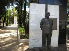 Família Vargas proíbe visita de Lula ao túmulo de Getúlio e povo faz 'tratoraço' contra o petista (Veja o Vídeo)